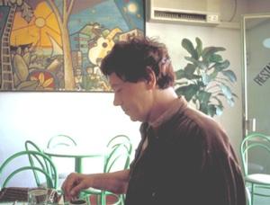 AVtomando_cafe_no_extinto_Café_Cachito_Praia_julho1997