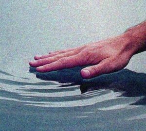 hand_on_water