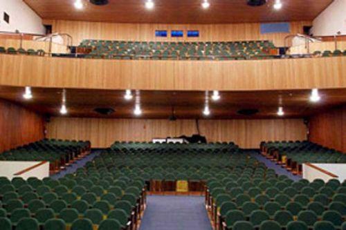 Platéia do Cine Teatro Universitário Ouro Verde: tudo transformado em cinzas