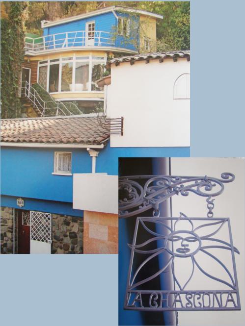 Visão da entrada pincipal, com as várias construções que compõem a residência.No alto, a sala envidraçada onde o poeta foi velado, em 23 de setembro de 1973