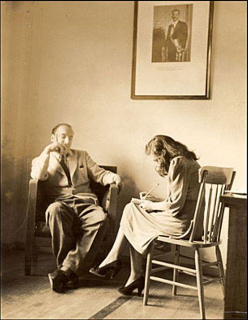 3.Pablo Neruda no Chile. A situação dos exiliados preocupou desde o início o poeta chileno, que se converteria em Cônsul Especial para a Emigração Espanhola e que já havia sido cônsul em Barcelona e Madrí. (Foto: Fundação Pablo Neruda).
